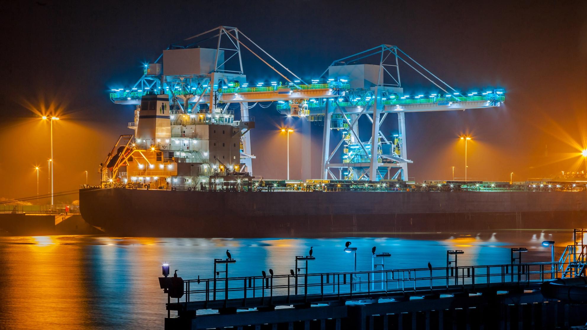 Ein Frachtschiff - Begleitpapiere für den Seeverkehr einfach und sicher online erstellen